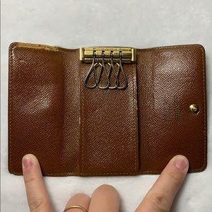 Louis Vuitton Accessories - Louis Vuitton 4 key Multicles with dustbag
